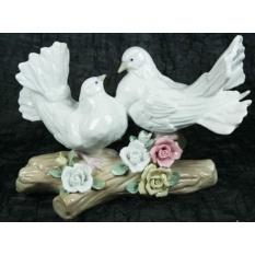 Фарфоровая статуэтка ''Пара голубей''