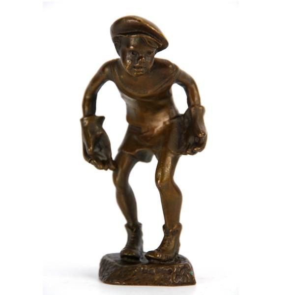 Бронзовая статуэтка Мальчик-вратарь