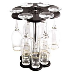 Мини-бар с бокалами и рюмками с ободками