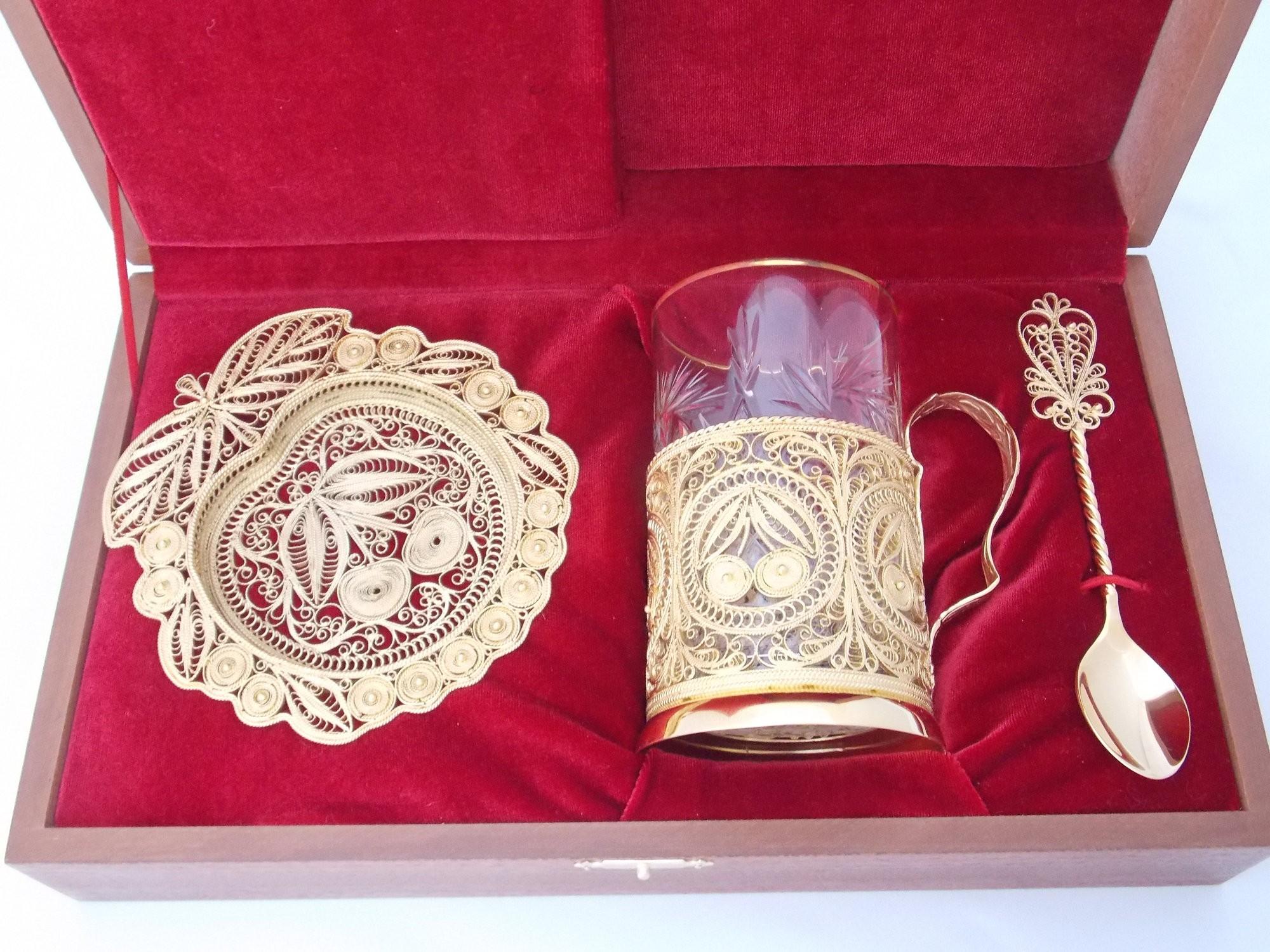 Чайный набор с золочением Вишня