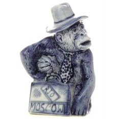 Скульптура Обезьянка в шляпе с магнитофоном Гжель