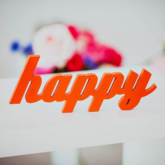 Слова для интерьера Happy