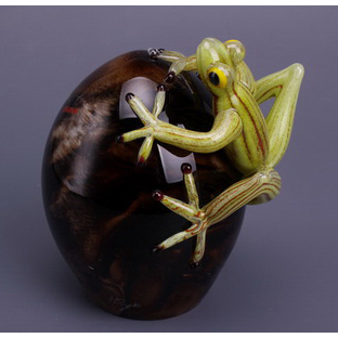 Фигурка «Лягушка на яйце»