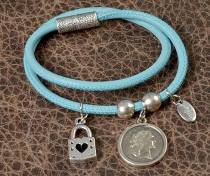 Голуюой браслет
