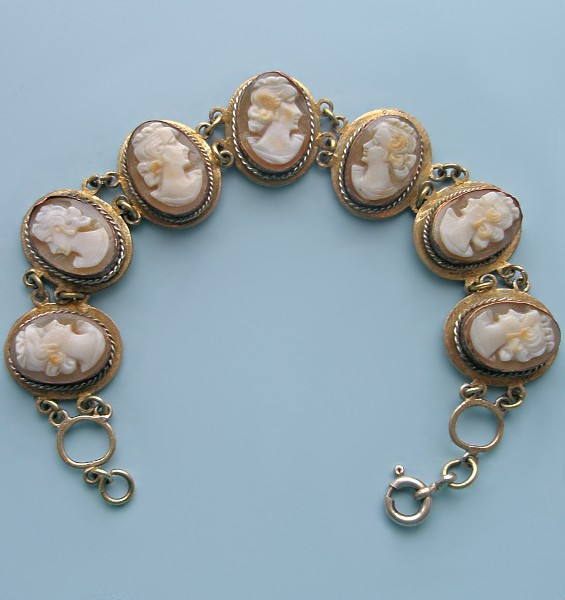 Антикварный браслет с камеями Светские львицы