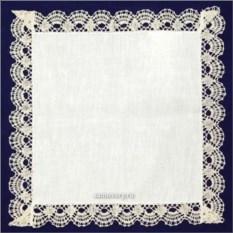 Льняная белая салфетка со светлым кружевом
