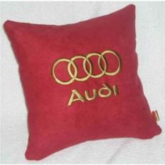 Красная подушка с золотой вышивкой Audi