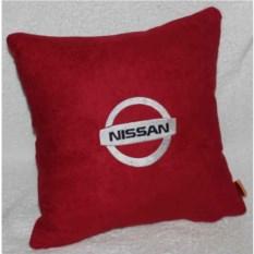 Красная подушка с белой вышивкой Nissan