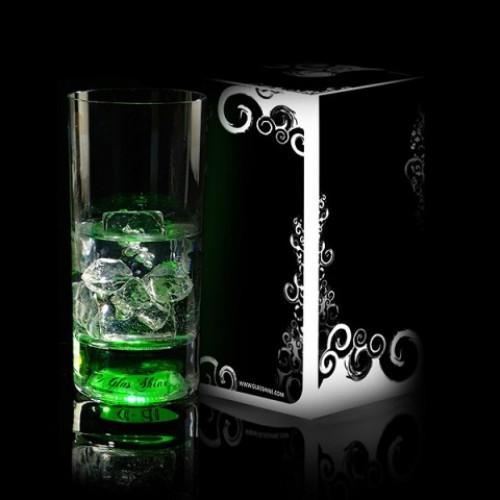 Бокал с подсветкой зеленого цвета