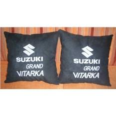 Черная подушка с белой вышивкой Suzuki Grand Vitarka