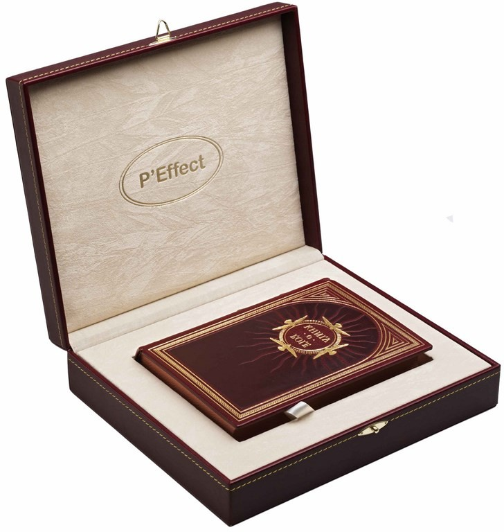 Подарочный футляр из кожи с бархатным ложементом