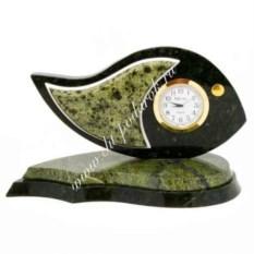 Часы из змеевика и мрамора Рыбка