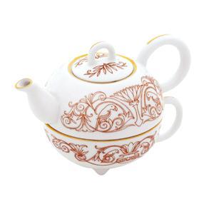 Чай черный в фарфоровом чайнике с чашкой