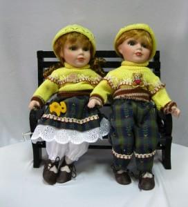 Куклы фарфоровые «Парочка на скамейке»