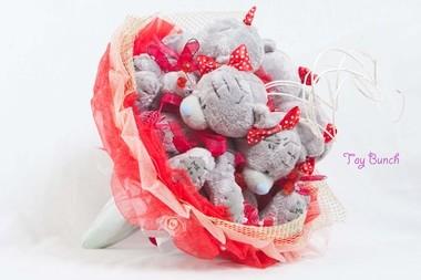 Букет из мягких игрушек (красный, пять мишек)