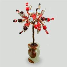 Красное дерево из граната, коралла и лунного камня.