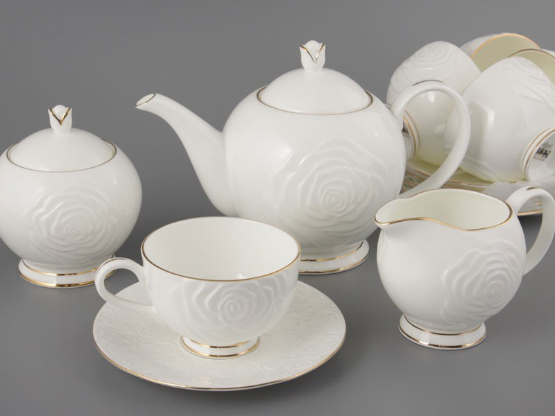 Белый чайный сервиз из 15 предметов на 6 персон