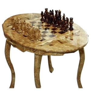 Шахматный стол с резными фигурами