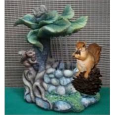 Декоративный фонтан Белка с белчонком под листом