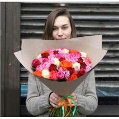 Букет из 51 розы Кения в крафте