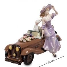 Фигурка Девушка с автомобилем (Pavone)