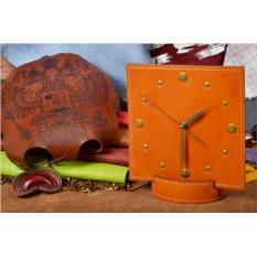 Настольные часы из кожи Elole Design