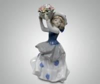 Фарфоровая статуэтка ''Девушка с корзинкой''
