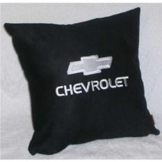 Черная с белой вышивкой подушка Chevrolet