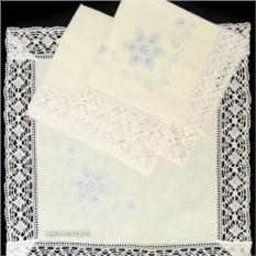 Комплект Снежинки: скатерть и 4 салфетки с кружевом