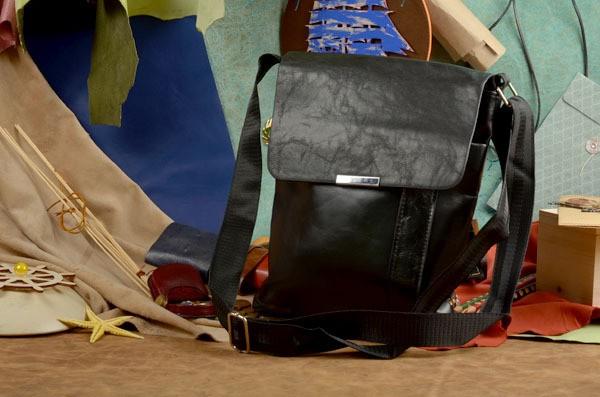 Черная сумка-планшет Том коллекции Eclat