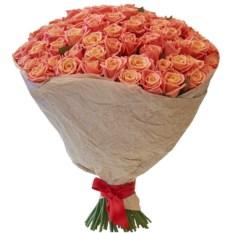 Букет из 101 розы сорта Мисс Пигги (40 см) в крафте