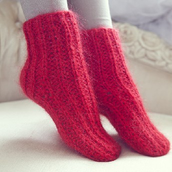 Красные шерстяные носочки