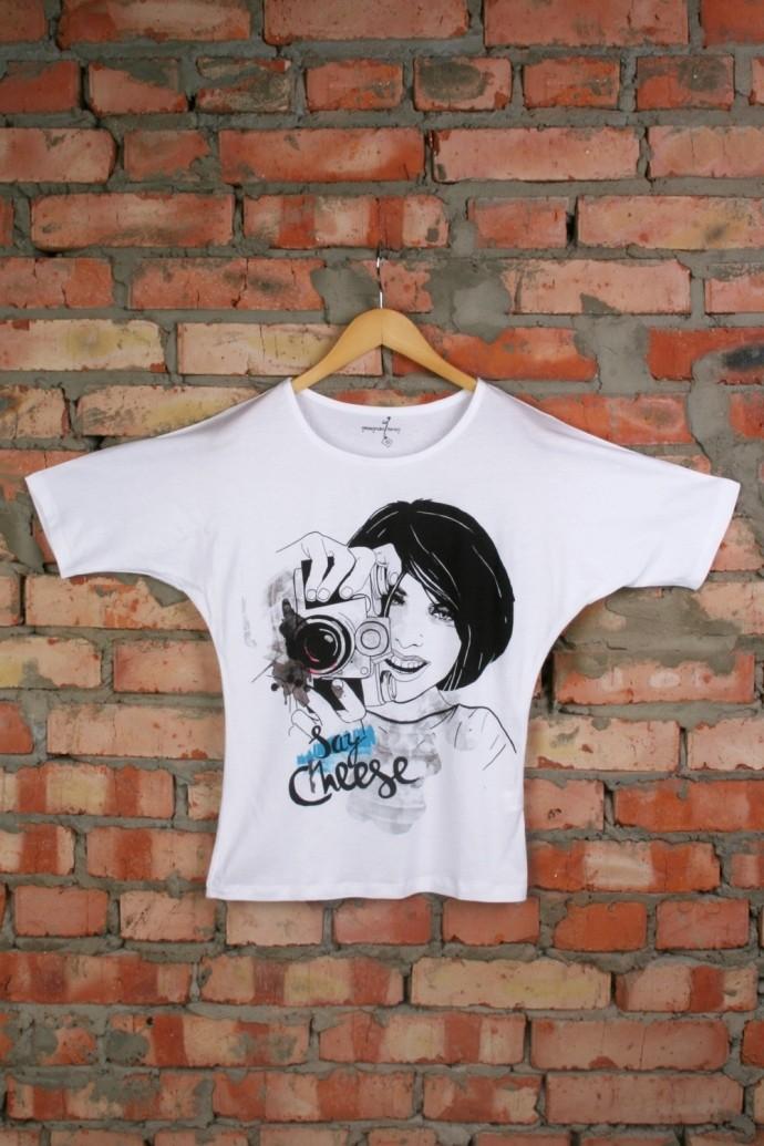 Женская футболка с рисунком Фотограф белая