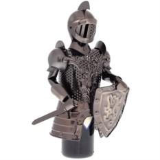 Подставка для бутылки Рыцарь с мечом и щитом.
