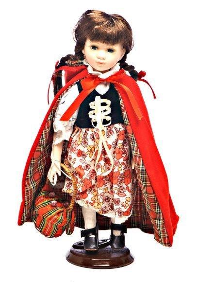 Кукла фарфоровая Красная шапочка