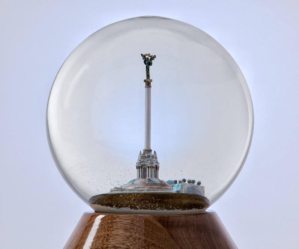 Стеклянный снежный шар Майдан