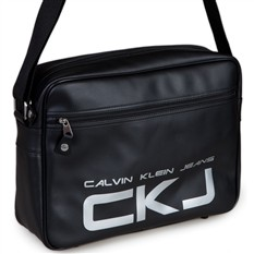 """Интернет-магазины, где купить Сумка Calvin Klein Jeans. font face= """"Arial """"Сумка с застёжкой на молнию, на ремне через..."""