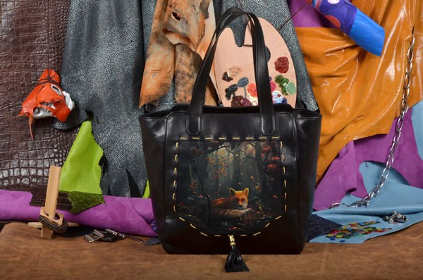 Кожаная женская сумка-шопер с принтом