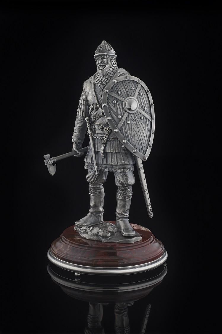 Скульптура Воин с топором