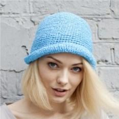 Голубая летняя шляпа из рафии