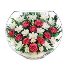 Цветочная композиция из роз и орхидей в вазе