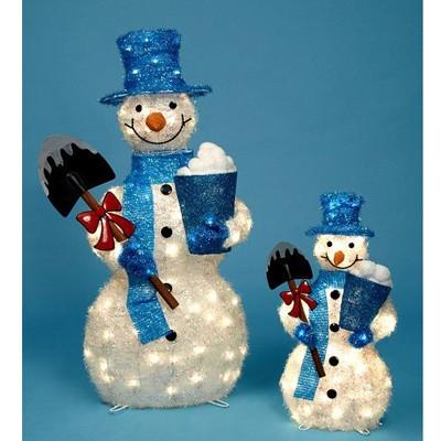 Снеговик с лопатой и ведерком
