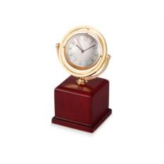 Часы на постаменте с рамкой на задней стороне