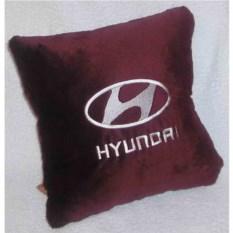 Бордовая подушка с белой вышивкой Hyundai