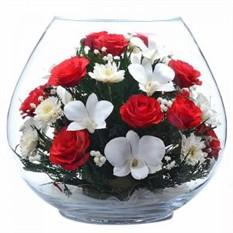 Цветы в стекле. Композиция из роз и орхидей