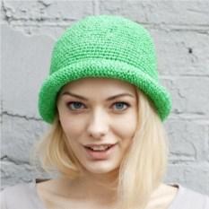 Зеленая летняя шляпа из рафии