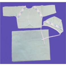 Распашонка, чепчик и пеленка для новорожденного