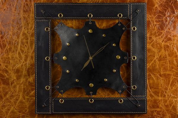 Часы из кожи ElolE Interior в черной квадратной раме