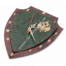 Часы из змеевика и бронзовым гербом Щит