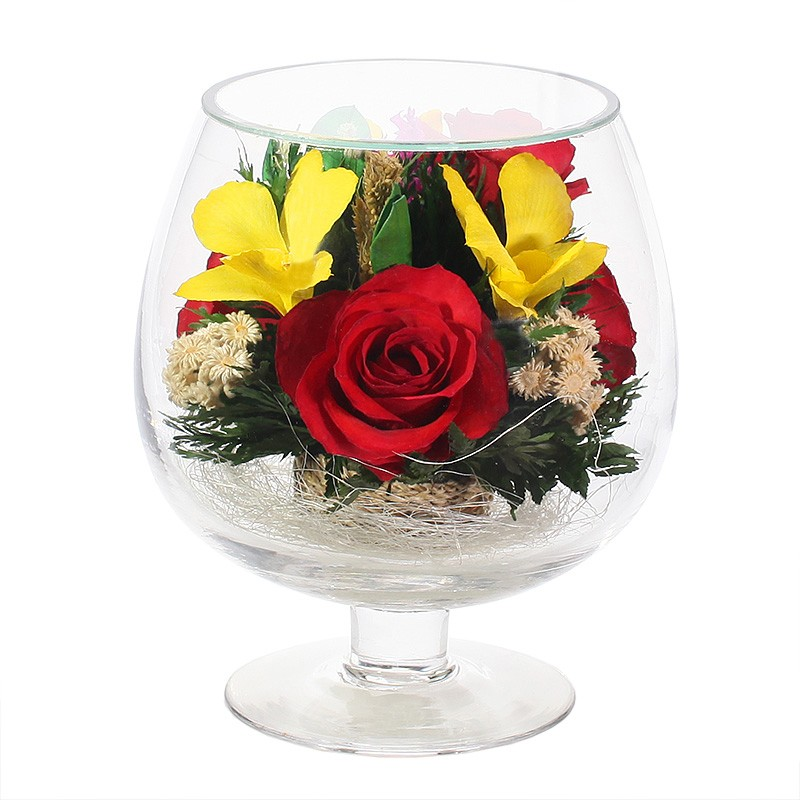 Букет-композиция из натуральных роз и орхидей в стекле